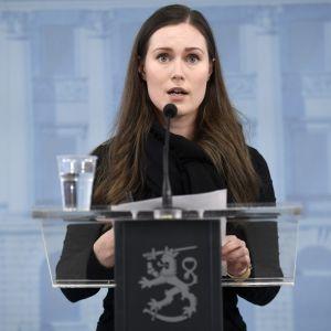 Statsminister Sanna Marin (SDP) talar under presskonferens 25.3.