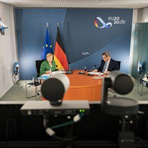 Liittokansleri Angela Merkelin ja osavaltioiden johtajien välinen tapaaminen järjestettiin videokonferenssina.