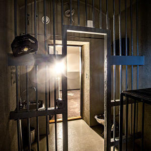 En gammal fängelsecell i Kakolafängelset.