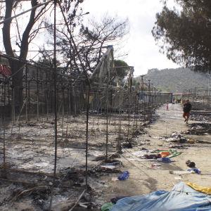 Efter en brand i flyktinglägret i Moria på Lesbos.
