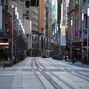 Bild på en tom gata i centrala Sydney.