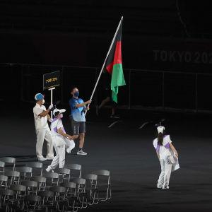 Arrangörerna bar Afghanistans flagga vid invigningen
