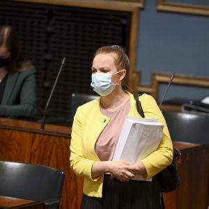 Keskustan Katri Kulmuni eduskunnan täysistunnossa