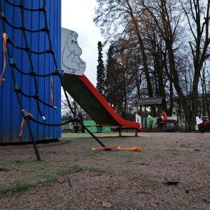 Söndriga redskap i Muminparken i Borgå.