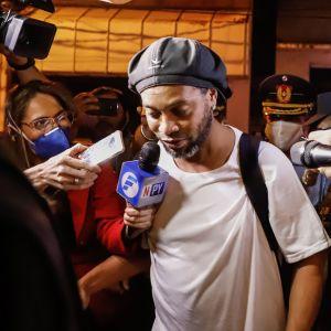 Ronaldinho frigiven från fängelset.