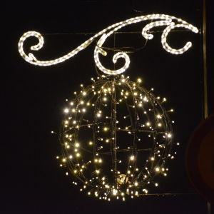 Dekorativ ljusboll på Gamla bron i Borgå