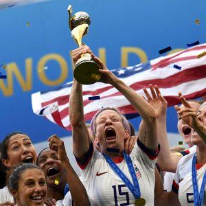 USA:s damlandslag i fotboll firar sitt VM-guld år 2019.