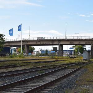 Järnvägsspår.
