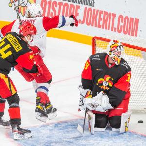Artjom Iljenko har precis gett Lokomotiv ledningen med 4–2.