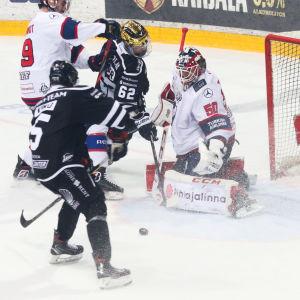 Eemil Viro avgör den fjärde semifinalen mot HIFK i förlängning och tar sitt TPS till final.