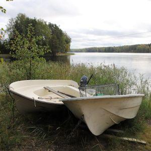 Soutuveneitä Orijärven rannalla