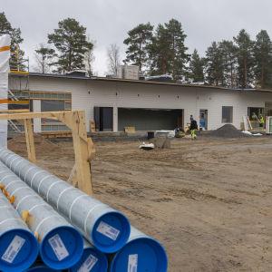 Rakenteilla oleva uusi koulu