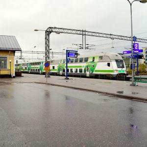 Ett tåg vid Karis tågstation.