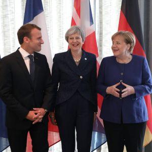 EU-ledarna Emmanuel Macron, Theresa May och Angela Merkel under mötet i Sofia.