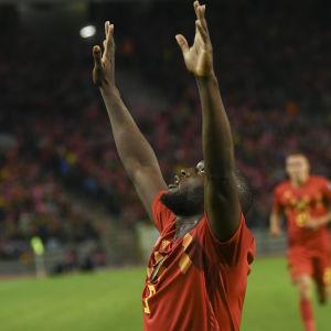 Romelu Lukaku jublar efter mål mot San Marino.