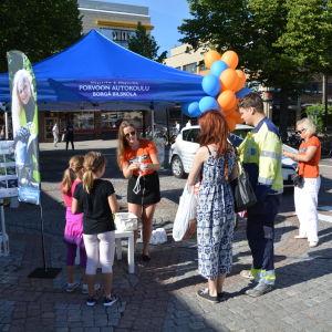 Borgå bilskolas evenemang på Borgå torg.