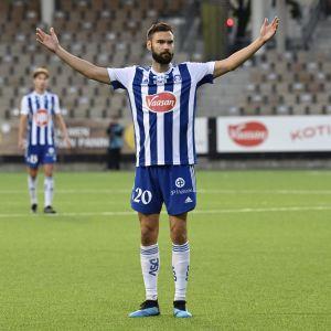 Tim Sparv fick fira efter sin första match med HJK.