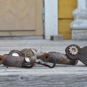 ett par hästsporrar från en stupad kubansk krigsherres stövlar.