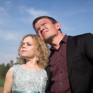 Tuhkimotarinoiden Linda ja hänen puolisonsa Timo