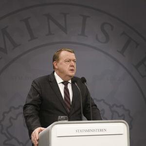 Danmarks premiärminister Lars Løkke Rasmussen talar om dubbelmordet i Atlasbergen.