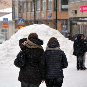 Snöhög på gågata.