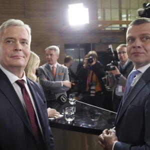 Antti Rinne och Petteri Orpo på valvakan i Lilla parlamentet.