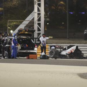 Romain Grosjeans bil exploderar.