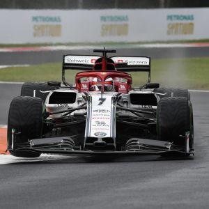 Kimi Räikkönen kör på Monza.