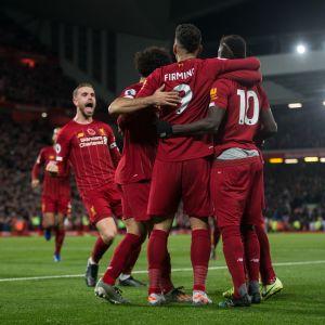 Liverpool firar mål.
