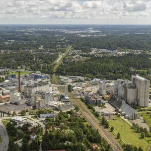 Flygfotografi av Raisiokoncernens fabrik i Reso.