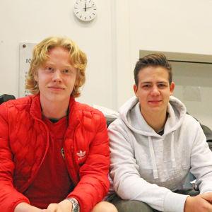 Axel Wallgren och Charlie Cedercreutz går i Brändö gymnasium i Helsingfors.