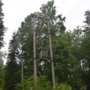 Carunas gamla transformator för luftkablarna i Brunkom i Pojo.
