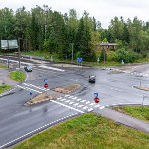 Korsningen Söderkullavägen, Eriksnäsvägen, Nya Borgåvägen där det planeras en rondell