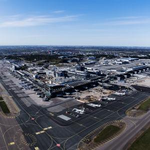 Kuvassa on Helsinki-Vantaan lentoasema toukokuussa 2020.