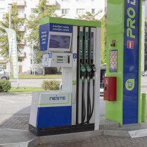 Polttoainepumppu Munkkivuoren Nesteen huoltoasemalla