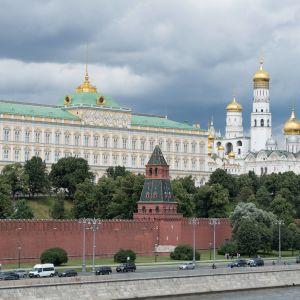 Venäjän presidentin palatsi muurin takana