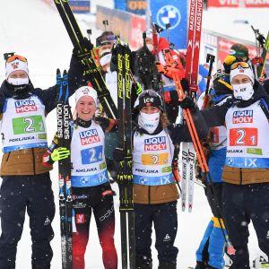 Norges lag firar seger i mixedstafetten.