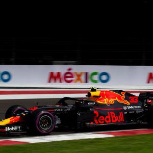 Max Verstappen i farten i Mexiko.