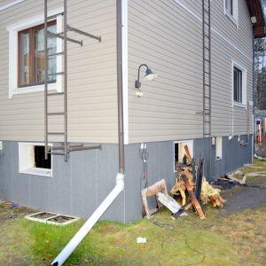 Brandskadat egnahemshus i Dragnäsbäck, Vasa.