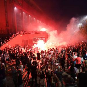 Liverpool-fans firar guld.