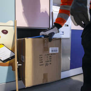 Postin pakettiautomaatti Kuopion Pitkälahden ACB -asemalla