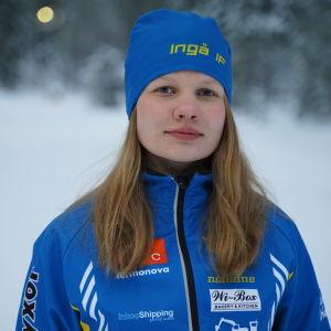 Porträttbild på Elvira Kokkola.