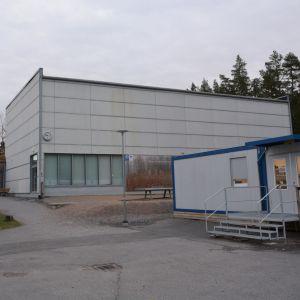 Baksidan av Sundom skola.