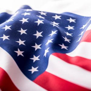 Lähikuva Yhdysvaltain lipusta.