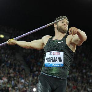 Andreas Hofmann kastar spjut.
