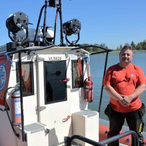 Roland Westerback ombord på en av Mople sjöräddningssällskaps båtar.