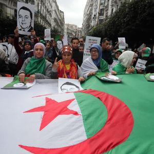 Mielenosoitus hallintoa vastaan Algerissa Algeriassa 27. joulukuuta