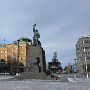 Frihetsstatyn på toget i Vasa.