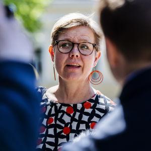 Kuvassa on Krista Mikkonen.