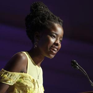 Den amerikanska poeten Amanda Gorman håller tal på Library of Congress i juli 2017.